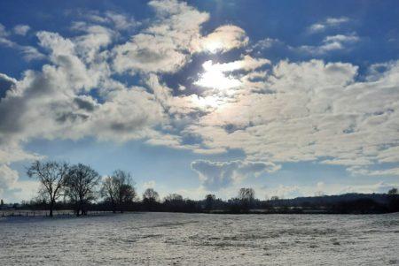 Die Sonne bringt Wolken und Schnee zum Leuchten (Foto: Bruno D.)