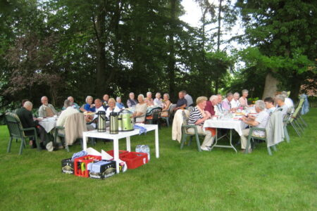 Seniortennachmittag im Garten von Familie Bartels